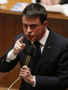 French Prime Minister Manuel Valls speaks during the session of questions to the government at the National Assembly in Paris on February 17, 2015. AFP PHOTO / PATRICK KOVARIK